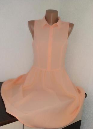 Крутое персиковое шифоновое платье-рубашка.