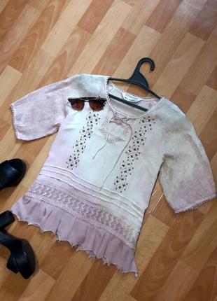 Блузочка в градієнт зі шнуровкою та вишивкою