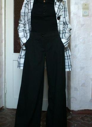 Стильные брюки с широкими штанинами