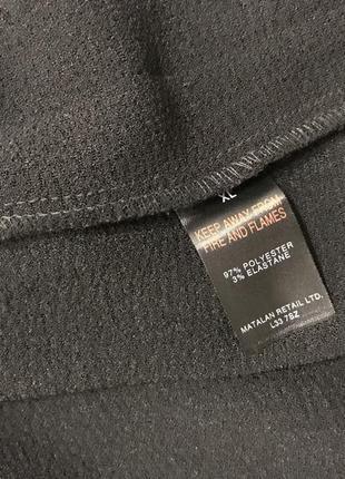 Стильная черная удлиненная жилетка под пояс5 фото
