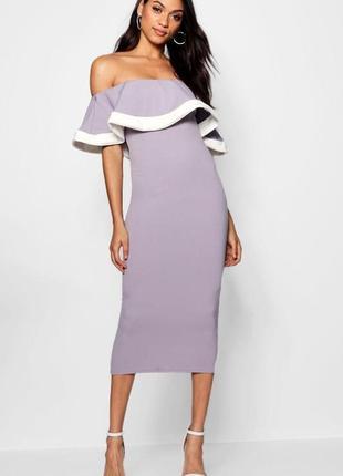 Приталенное платье - бардо длины миди с воланом
