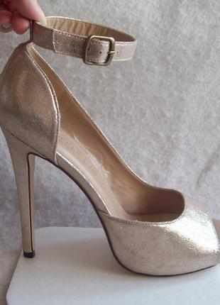 Туфли золотистые, шпилька