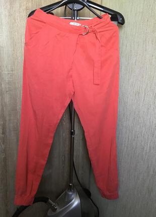 Стильные актуальные брюки карго  ,внизу на резинках