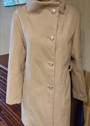 Пальто бежевое молочного цвета