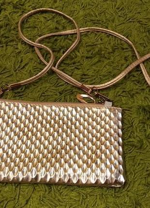 Маленькая золотая сумочка клатч
