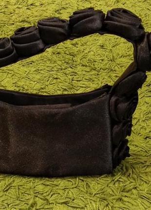 Черная маленькая сумочка клатч с розами