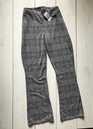 Серые брюки в клетку с высокой посадкой