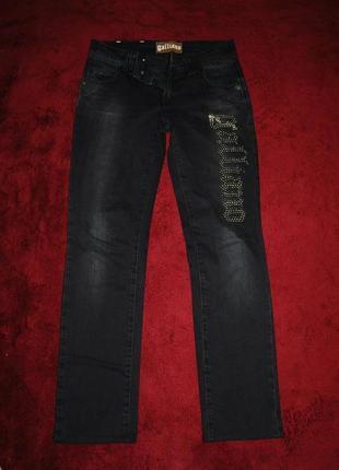 Крутые прямые черные джинсы