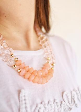 Нежные бусы пудрового розового цвета с золотым