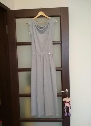 Длинное серое платье трикотажное