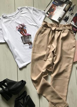 Красивый комплект футболка и брюки под пояс
