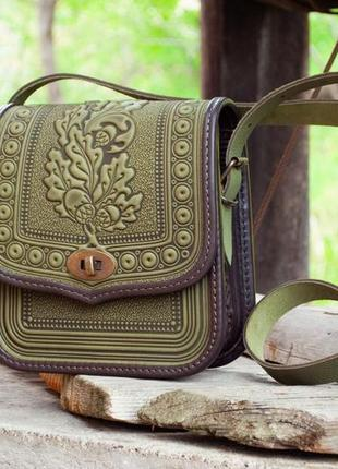 Кожаная женская сумка на длинном ремне оливковая с коричневым летняя