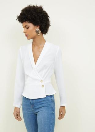 Новая актуальная блузка на запах декорированная пуговицами new look легкая белая блуза