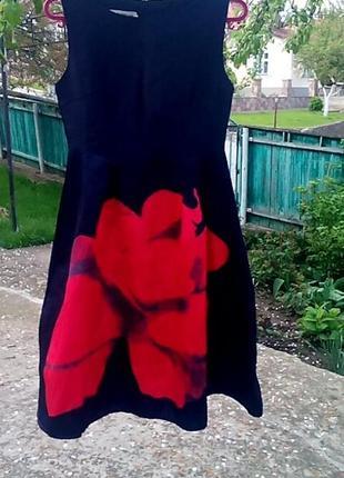 Красивое платье с розой