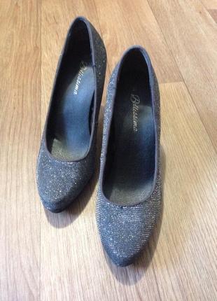 Нарядные туфли 37р