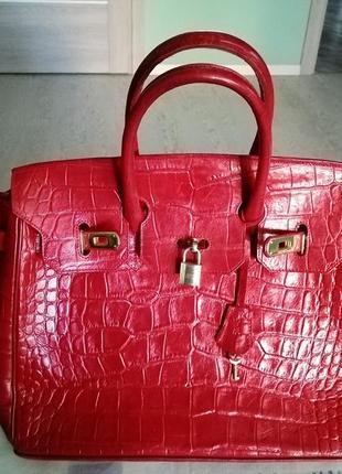 """Красная кожаная сумка """"под кракодиловую кожу"""", золотая фарнитура"""