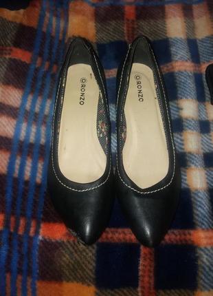 Туфельки чорні шкіра