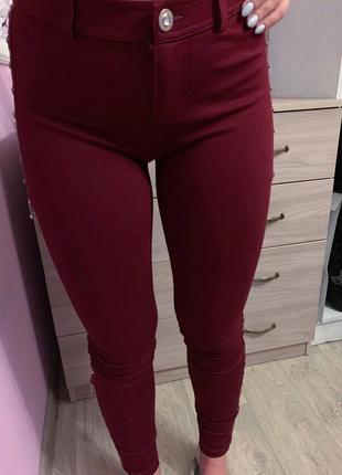 Лосины джинсы скинни бордовые с цепочками