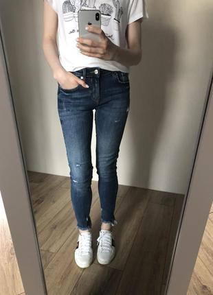 Стрейчевые джинсы zara