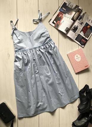 Красивое платье на бретелях на подкладке с воланами