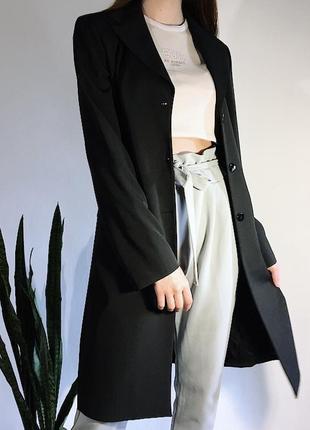 Чёрное пальто/пиджак прямого кроя