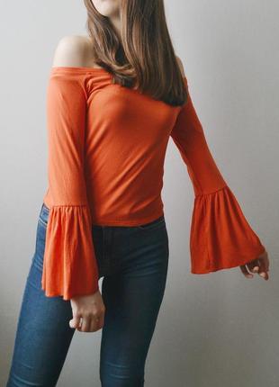 Яркий оранжевый топ в рубчик с рукавом-клеш topshop