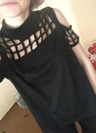 Блузка с голыми плечами/футболка с перфорацией