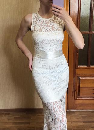 Вечернее/выпускное платье цвета шампань.