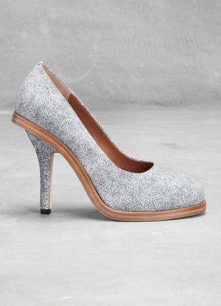 Туфли на изящном каблуке белые