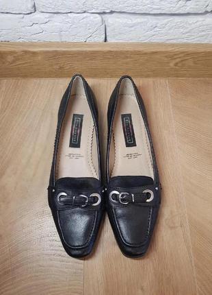Класні шкіряні фірмові туфлі