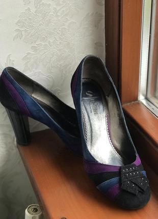 Туфли з камінцями