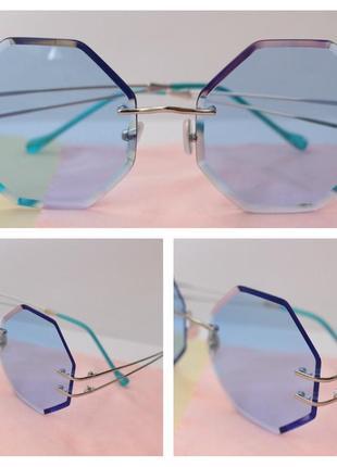 Красивые очки в голубом цвете
