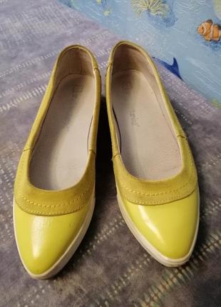 Жёлтые женские кожаные туфли-лодочки
