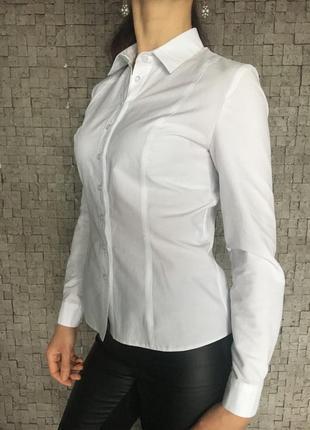 Белая классическая женская рубашка