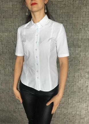 Классическая белая женская рубашка