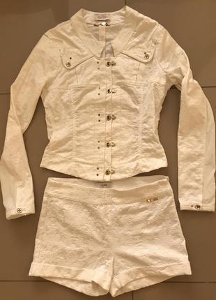 Белый костюм, куртка, шорты sassofono