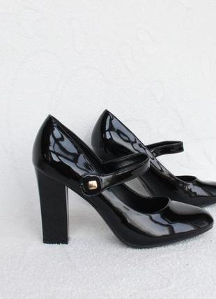 Черные туфли 36 размера на устойчивом каблуке