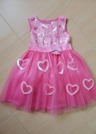 Очень красивое и нарядное платье deloras 104р.