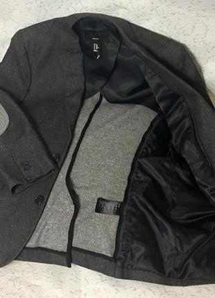 Стильный пиджак с налокотниками