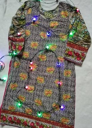 Очень красывое платье свободного кроя с розрезами по бокам