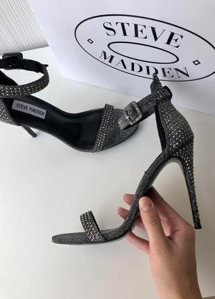 Блестящие чёрные босоножки на каблуке steve madden оригинал