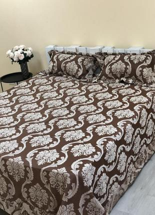 Атласное покрывало на кровать