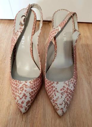 Туфли с открытой пяткой от bourne.