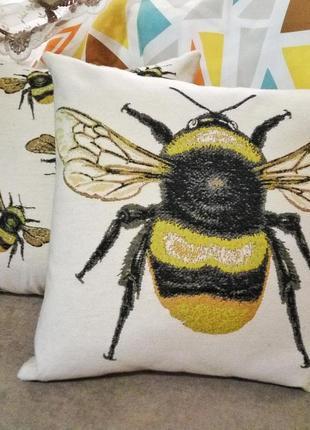 Набор наволочкек пчелы с вышивкой гобелен