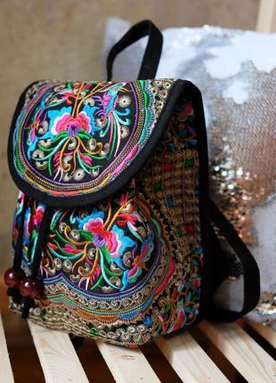 Шикарный рюкзак с вышивкой