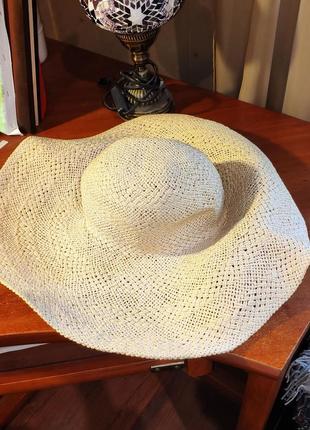 Шляпка с широкими полями reserved