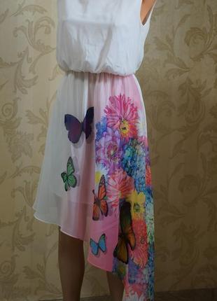 Асимметричное белое платье