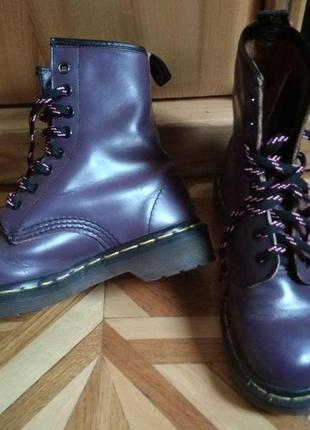 Фиолетовые ботинки dr. martens