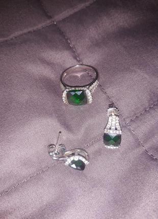 Срібний набір з кубічними цирконами і зеленим цирконієм