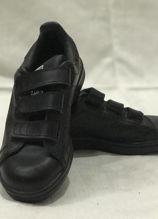 Стильные удобные кроссовки adidas